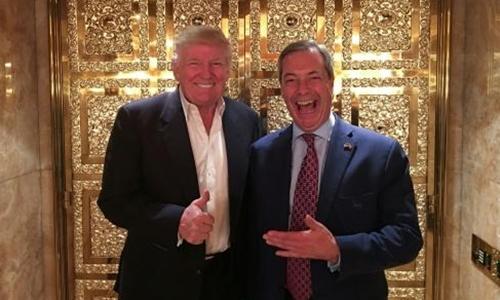 Donald Trump và  Nigel Farage gặp nhau tại Tháp Trump. Ảnh: AFP.