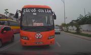 Xe con cứng đầu ép ôtô buýt vượt ẩu chạy đúng làn