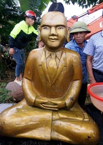 dao-dam-tom-phat-hien-buc-tuong-la