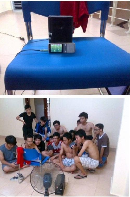 Khi sinh viên xem bóng đá.