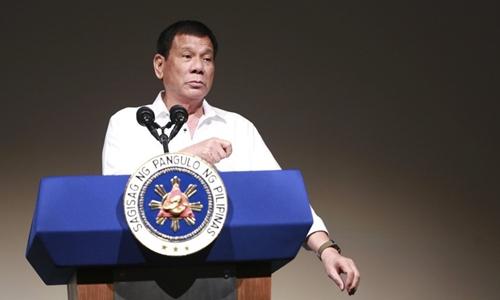 Tổng thống Philippines Duterte trong một cuôc họp báo. Ảnh: Inquirer.