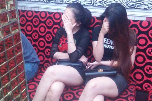 hang-chuc-dan-choi-phe-ma-tuy-trong-karaoke-o-sai-gon-1
