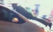 video-tai-xe-taxi-keo-le-cong-an-chuc-met-xem-nhieu-tuan-qua-7