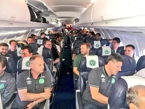 Ảnh chụp các thành viên của Chapecoense trước giờ máy bay cất cánh. Ảnh: Twitter/Andres Felipe Arcos.