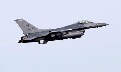 Một chiến đấu cơ F-16. Ảnh: Reuters.