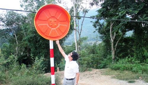 hang-loat-guong-cau-loi-quoc-lo-217-bi-pha-hoai