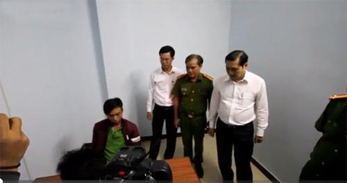 video-lai-oto-xuyen-dam-chay-rung-thoat-than-hot-tren-mang-xh-2