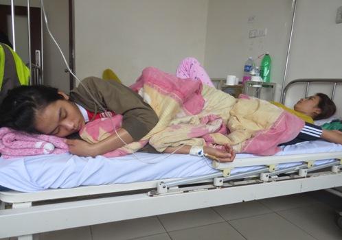 Hơn 100 người nhập viện sau ăn bánh mì - ảnh 1