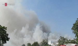 Cháy lớn hàng nghìn m2 trong khu công nghiệp ở Hà Nội