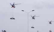 Trực thăng cẩu ôtô bay trên bầu trời Vũng Tàu