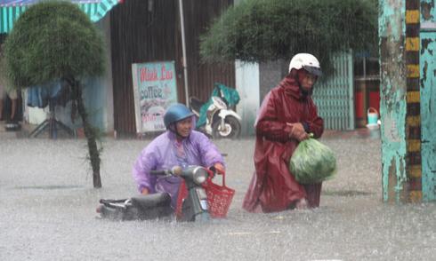 Mưa lớn 4 ngày, trung tâm Quảng Nam ngập sâu