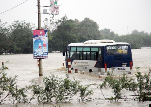 10 người chết vì mưa lũ miền Trung