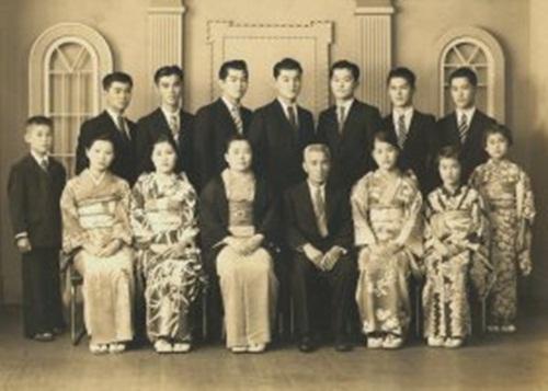 ky-uc-han-sau-noi-nhung-dua-tre-chung-kien-tran-tran-chau-cang-2