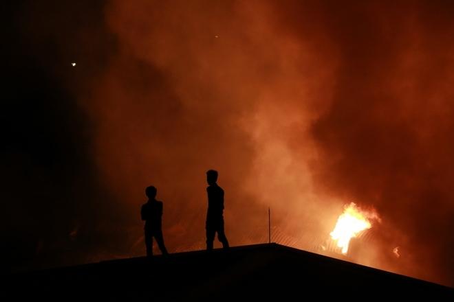 'Biển lửa' ở khu công nghiệp Hà Nội gây thiệt hại hàng chục tỷ