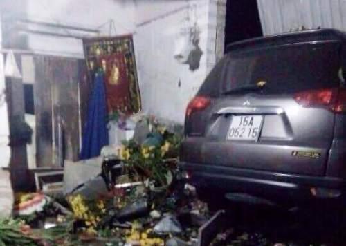 Hai thanh niên chết tại chỗ sau cú tông trực diện ôtô