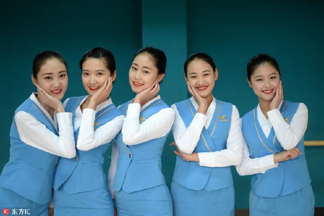 Nữ sinh Trung Quốc khổ luyện để trở thành tiếp viên hàng không