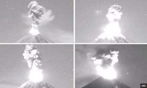 Núi lửa phun trào 4 lần trong đêm, dân Mexico sơ tán khẩn
