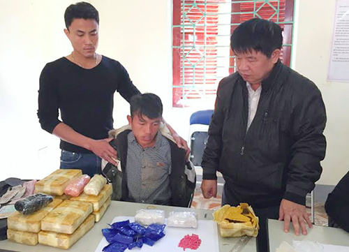 Kẻ vận chuyển 66.000 viên thuốc lắc đánh trọng thương cảnh sát