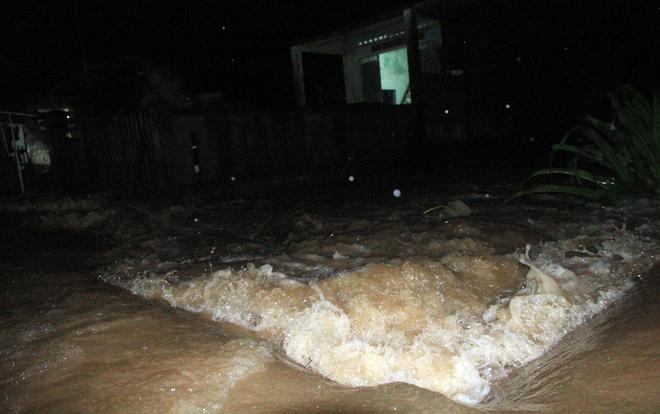 Người dân Quảng Nam chạy lũ trong đêm
