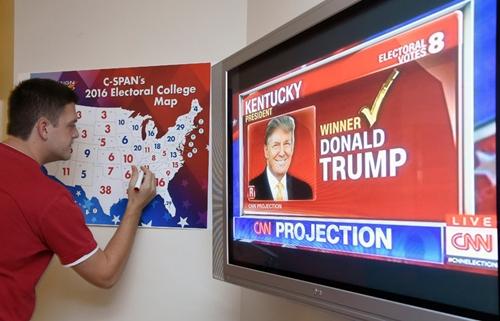 Bản đồ về số phiếu đại cử tri dự kiến đêm bầu cử tổng thống Mỹ. Ảnh: AFP