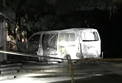 Một chiếc xe phát nổ sau khi lao vào công ty vận động hành lang ở Australia