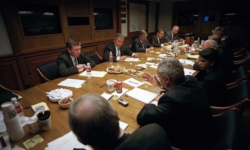 Tổng thống Bush họp với Hội đồng An ninh Quốc gia tại PEOC sau vụ khủng bố ngày 11/9/2001. Ảnh: White House