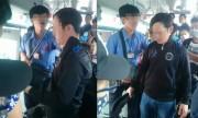 Đám đông lục soát người nghi móc túi trên xe buýt Sài Gòn