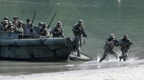 Lực lượng Mỹ và Philippines tập trận chung hồi năm 2015 ở tỉnh Cavite, phía nam Manila. Ảnh: AP