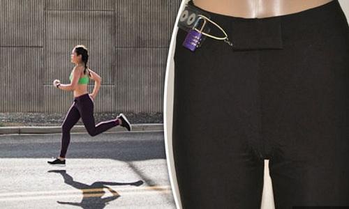 Mẫu quần tập do Sandra Seilz thiết kế có thể nâng cao an toàn cho phụ nữ khi chạy bộ. Ảnh: Express.