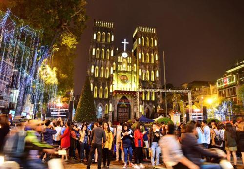 Sở Văn hóa Hà Nội có văn bản đề nghị các cơ sở tôn giáo rung chuông vào thời khắc giao thừa. Ảnh minh họa: Giang Huy.