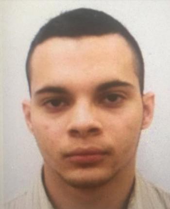 Hình ảnh nghi phạm Esteban Santiago. Ảnh: CBS
