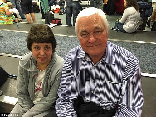Anh hùng Tony Barosiewics và vợ. Ảnh: Facebook
