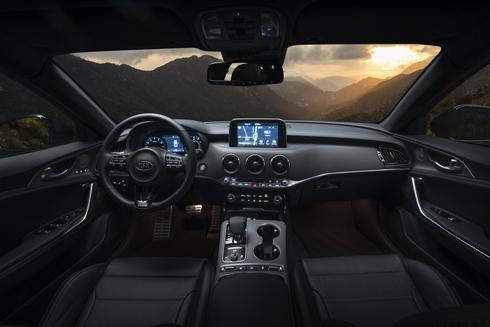 kia-stinger-sedan-the-thao-moi-canh-tranh-bmw-serie-3-1