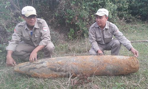 bom-nang-270-kg-duoi-mat-duong
