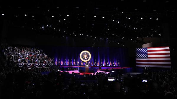 Tổng thống Obama phát biểu trước hàng chục nghìn người tạitrung tâm hội nghịMcCormick Place,