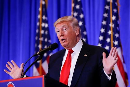 Tổng thống Mỹ đắc cử Donald Trump trong cuộc họp báo hôm 11/1 ở New York. Ảnh: Reuters