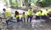 Nhóm phượt khoe chiến tích làm gãy cầu ở suối Cá thần