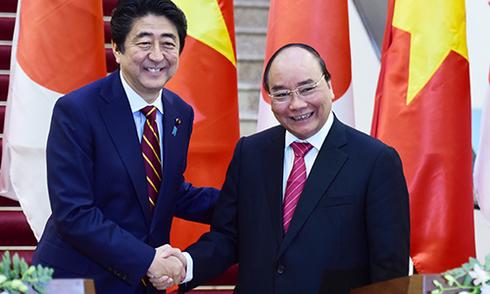 Thủ tướng Nhật Abe tuyên bố sẽ đóng tàu tuần tra mới cho Việt Nam