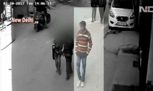 Hình ảnh hiện trường cho thấy nghi phạm hiếp dâm trẻ em hôm 10/1. Ảnh: NDTV