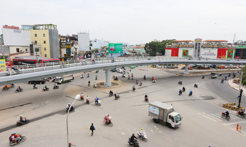 Ngã 6 Sài Gòn thông thoáng khi cầu vượt được khánh thành