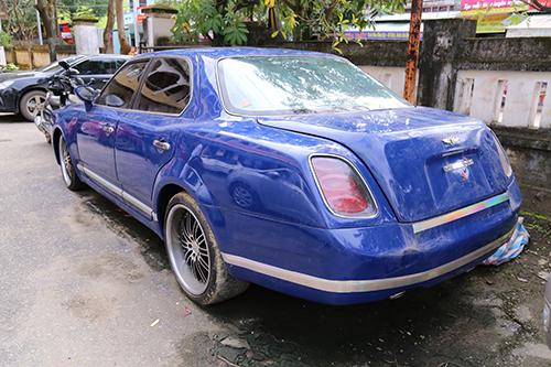 Xe Bentley vô chủ được đấu giá 1,6 tỷ đồng