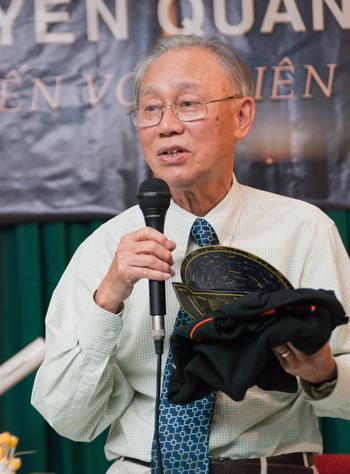 iáo sư Nguyễn Quang Riệu là nhà vật lý thiên văn Việt kiều đang định cư tại Pháp. Ông nguyên là Giám đốc Nghiên cứu tại Trung Tâm Nghiên cứu Khoa học Pháp (CNRS), làm việc tại Đài Thiên văn Paris. Ảnh: HAAC.