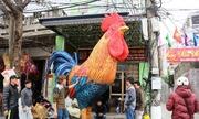Họa sĩ Hải Phòng làm mô hình gà khổng lồ