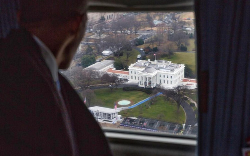 khoanh-khac-obama-tu-biet-nha-trang-tren-truc-thang
