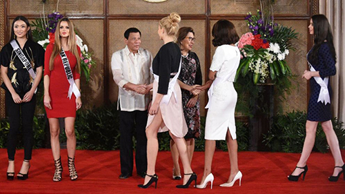 Ông Duterte chào mừng các người đẹp Miss Universe