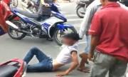 Nam thanh niên bị đánh, kéo lê giữa phố vì nghi trộm xe máy