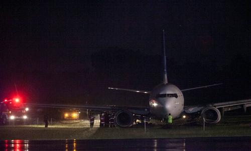 Phi cơ Garuda trượt khỏi đường băng trong lúc hạ cánh.