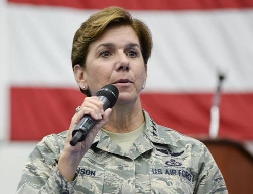 Bà Lori Robinson, chỉ huy Bộ Tư lệnh phương Bắc. Ảnh: Reuters
