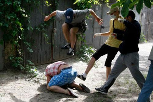Bênh mẹ bị dọa đánh, ba anh em đoạt mạng hàng xóm