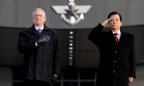 Bộ trưởng Quốc phòng Mỹ James Mattis và người đồng cấp Hàn Quốc Han Min-koo. Ảnh: Reuters.